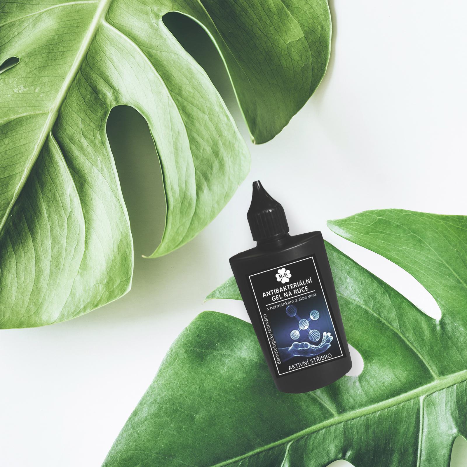 Máme pro vás dárek! K nákupu nad 699 Kč na e-shopu i prodejnách – antibakteriální gel na ruce od značky Rae.