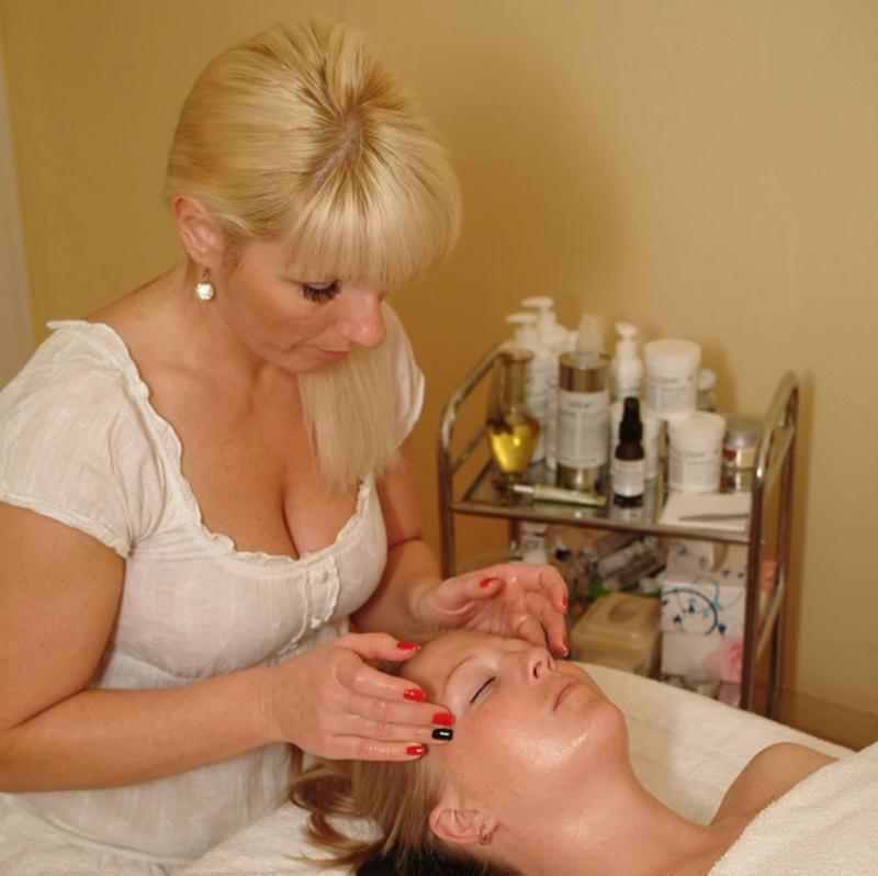 Biooo Ošetření kosmetikou Dr.Hauschka 70 min