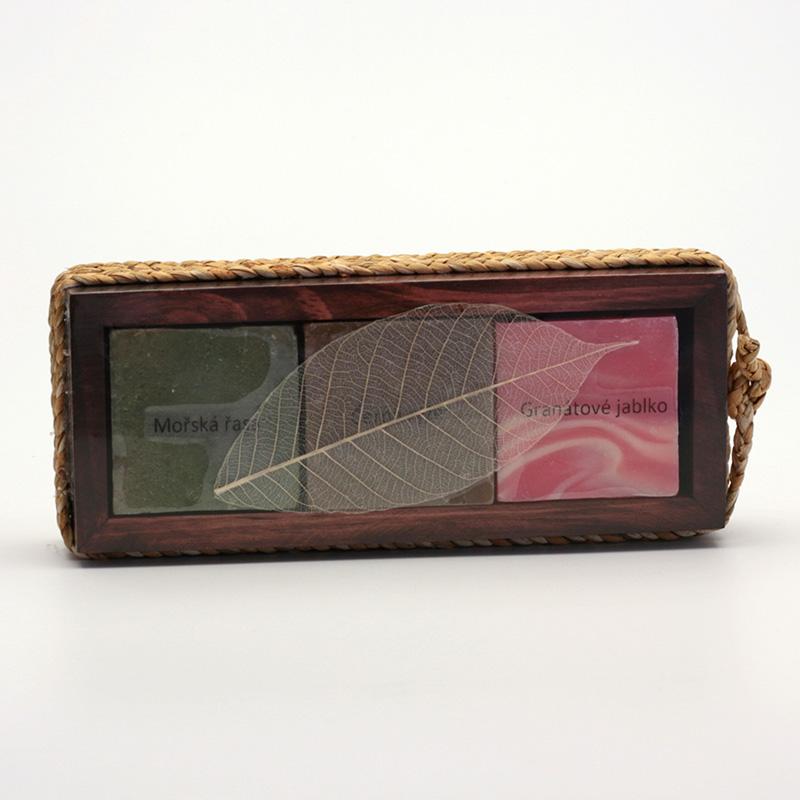 Přírodní mýdlo AKCE Dárkový set tří mýdel, dřevěná kazeta 3 ks, 210 g