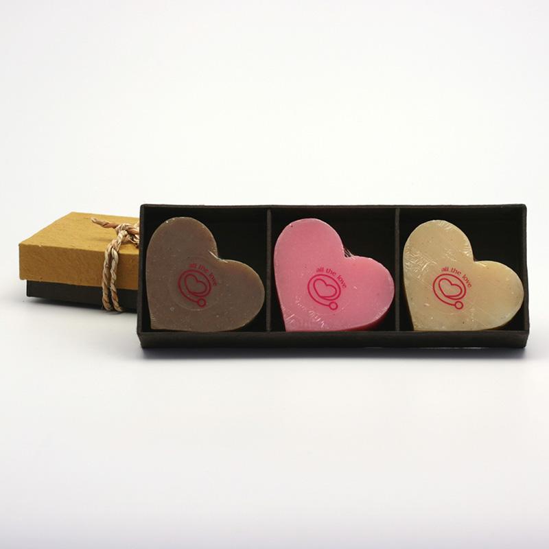 Přírodní mýdlo Dárkový set tří mýdel, tvar srdce 3 ks, 210 g