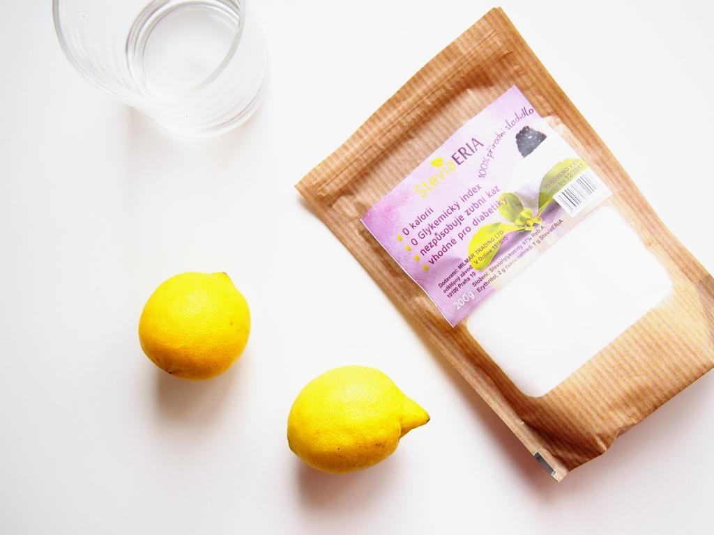 Domácí citronová limonáda se stévií