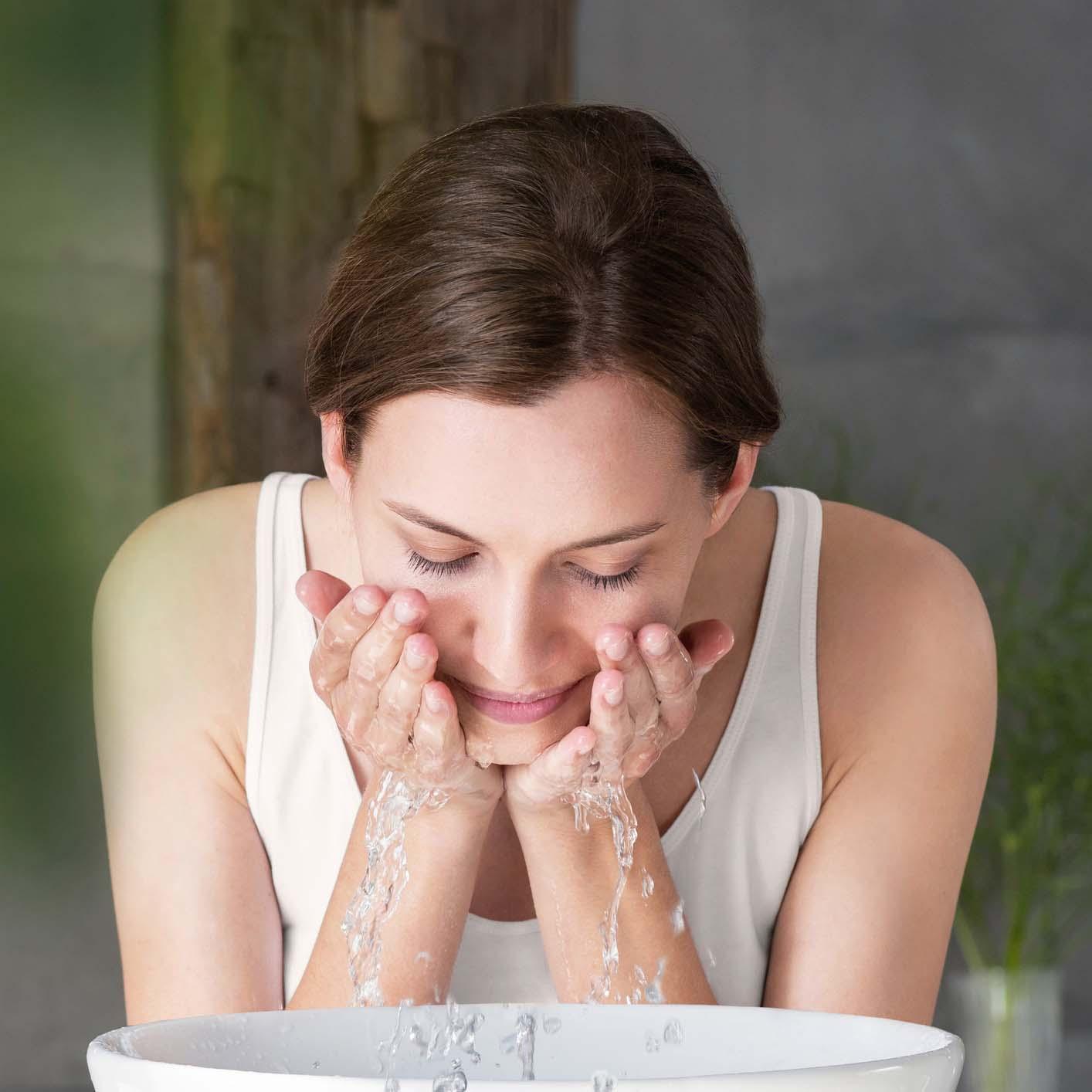 Mytí obličeje, pleťová péče od Weledy