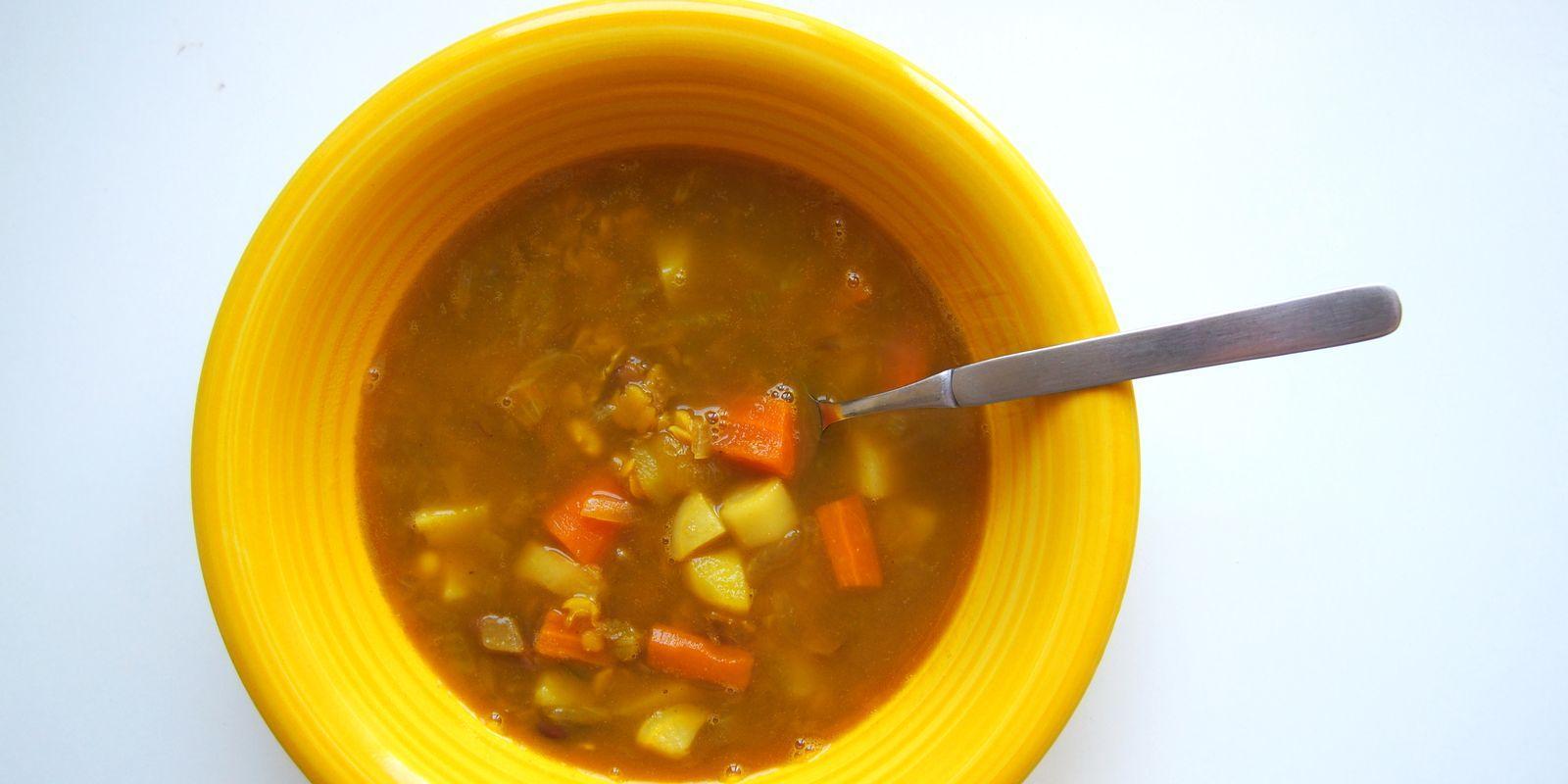 Hrstková polévka s chilli a kari