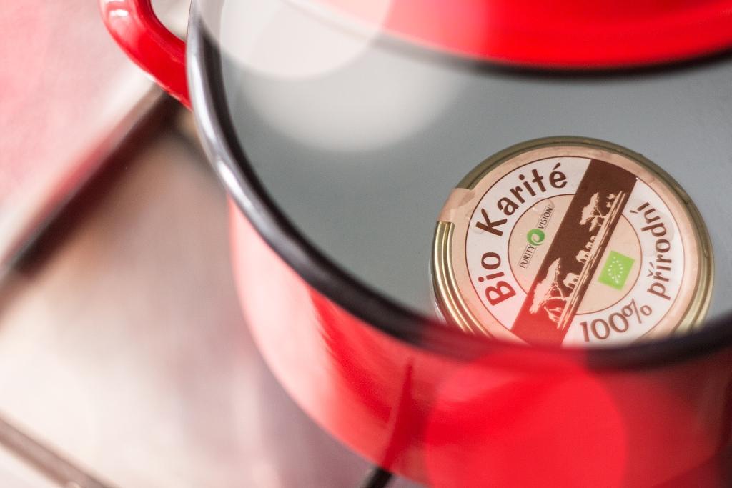 Jak si vyrobit tuhý parfém ze 2 ingrediencí