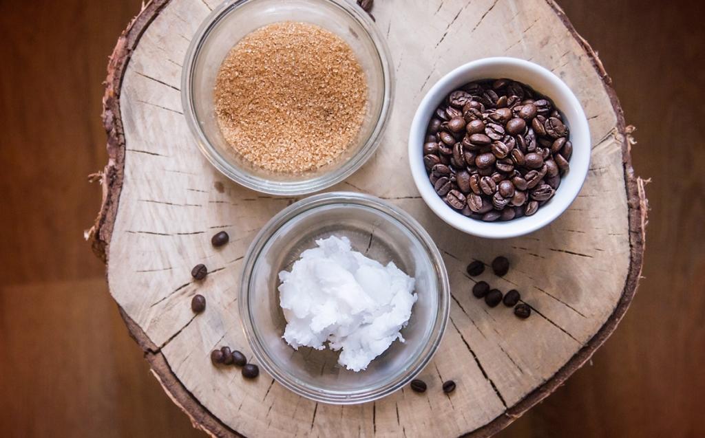 Jak vyrobit peeling proti celulitidě ze 3 ingrediencí