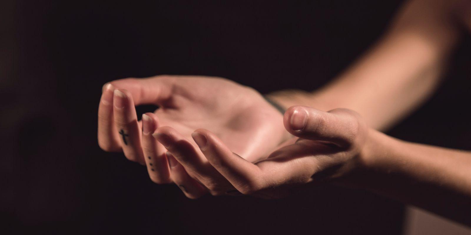 Jaká je skutečná síla léčivého doteku?