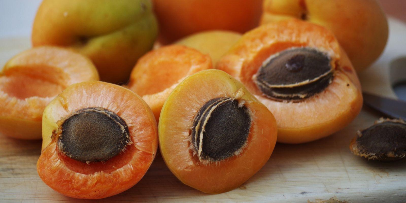Meruňkový olej na pleť, vlasy i do dezertů