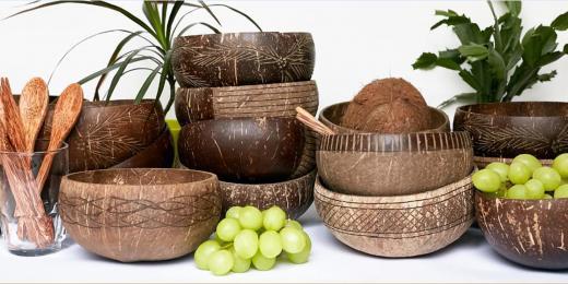 Produkty od Tropikalia, kokosové misky, příbory ze dřeva