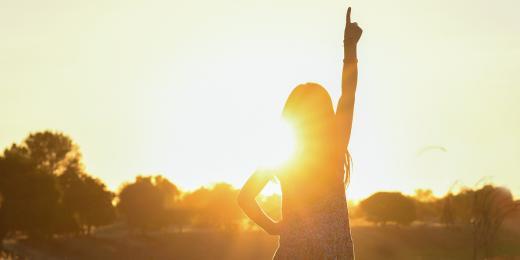 slunce, vitamin D, žena na slunci, dívka na slunci, zapadající slunce a dívka