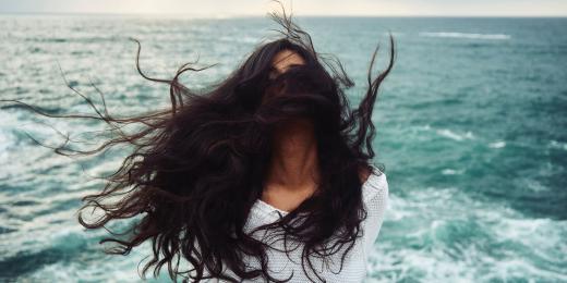 Indigo v přírodních barvách na vlasy