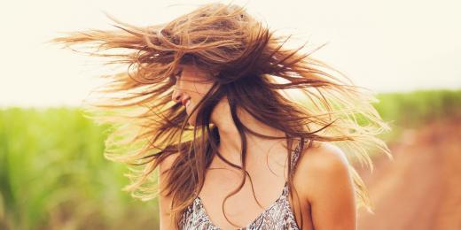 Jak pečovat o vlasy v létě?