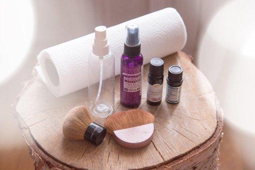 Jak si vyrobit čistič kosmetických štětců