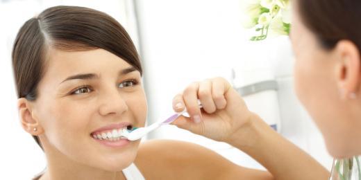 konvenční vs přírodní - co najdete v zubních pastách