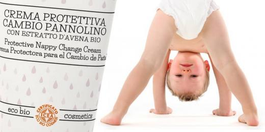 Malé dítě v předklonu u krému italské kosmetiky NeBiolina
