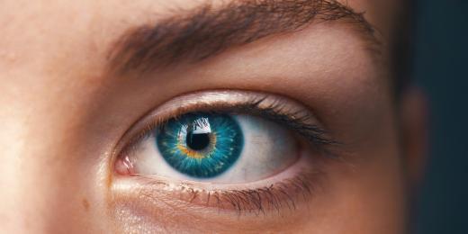Oční krémy nabité chemií? Ne, díky!