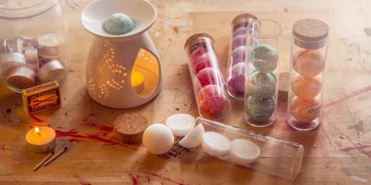 Parafínové vs. Přírodní vosky do aromalampy