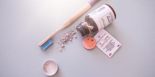Recenze: Prášková zubní pasta z Karlovarských lázní