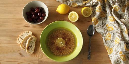 Řecká citronová polévka (Revithia)