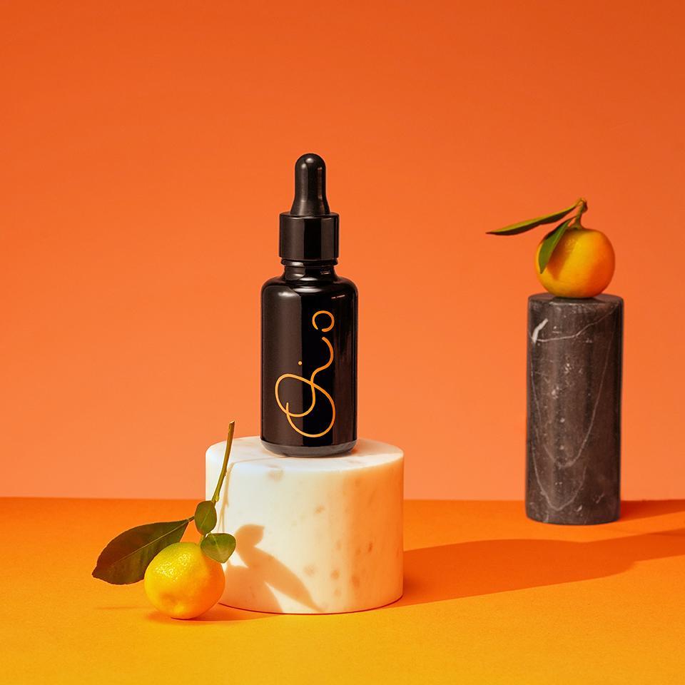 Rozjasňující péče s vitamínem C The Future Is Bright Oio Lab