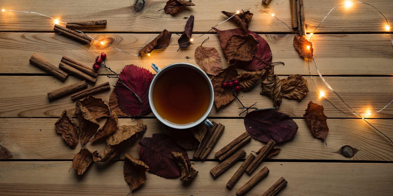 Podzim s hrnkem čaje