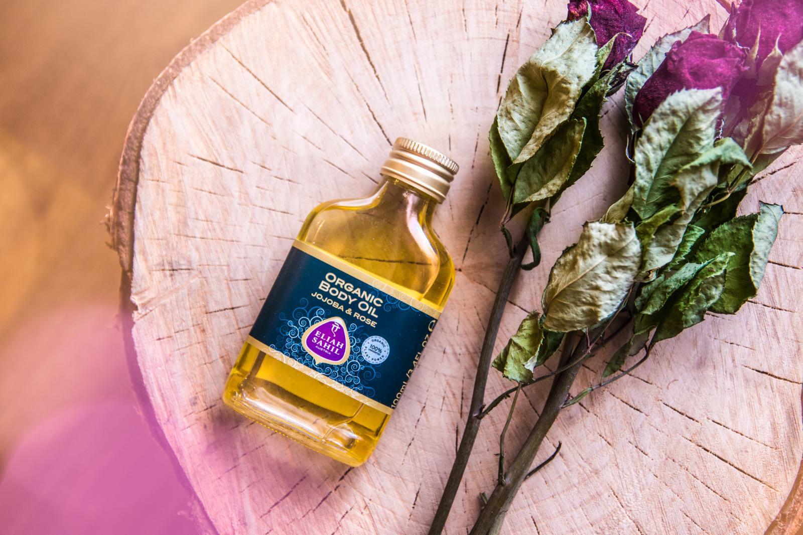 Recenze: Bio jojobový olej s růží (Eliah Sahil)