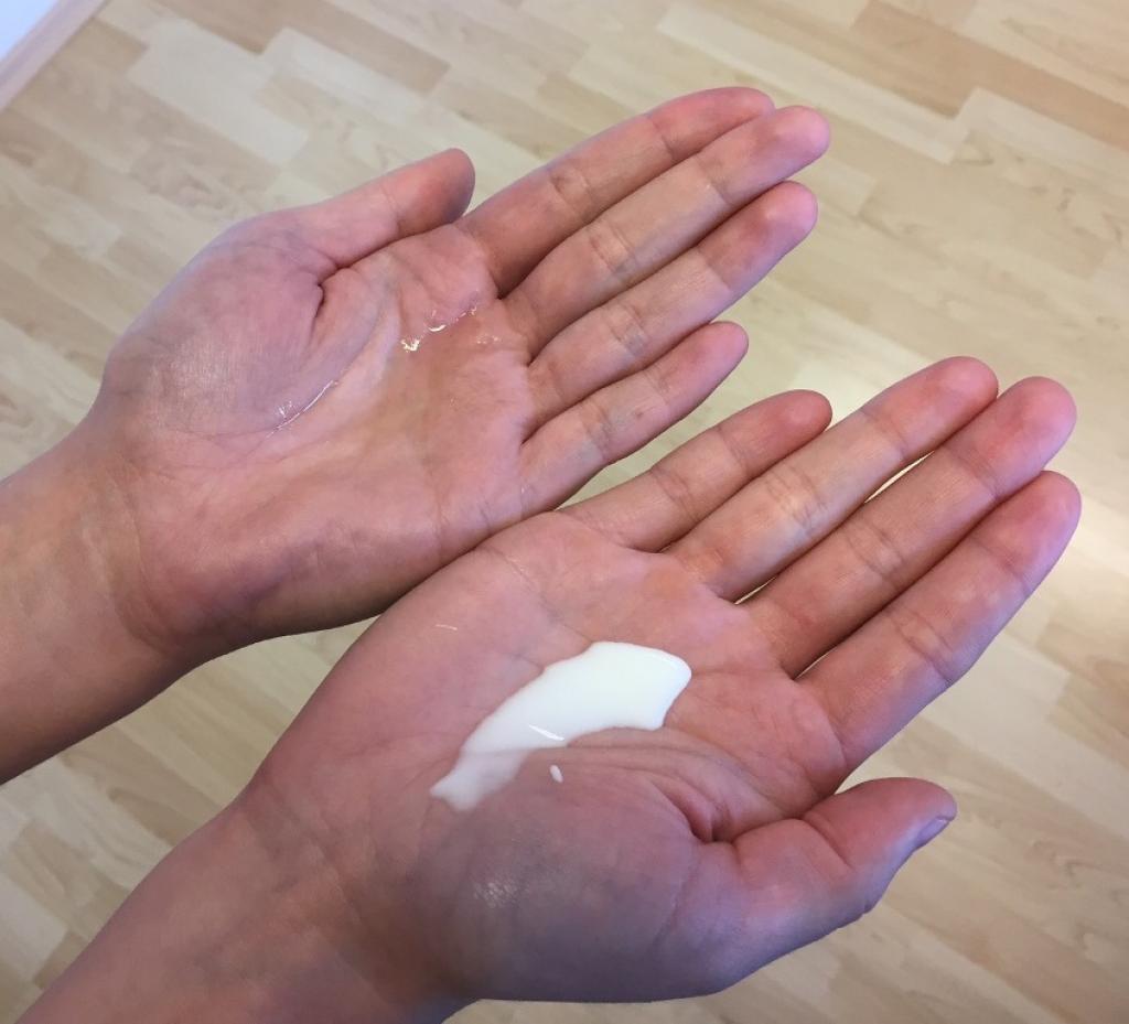 Z leva: holicí olej - balzám po holení.