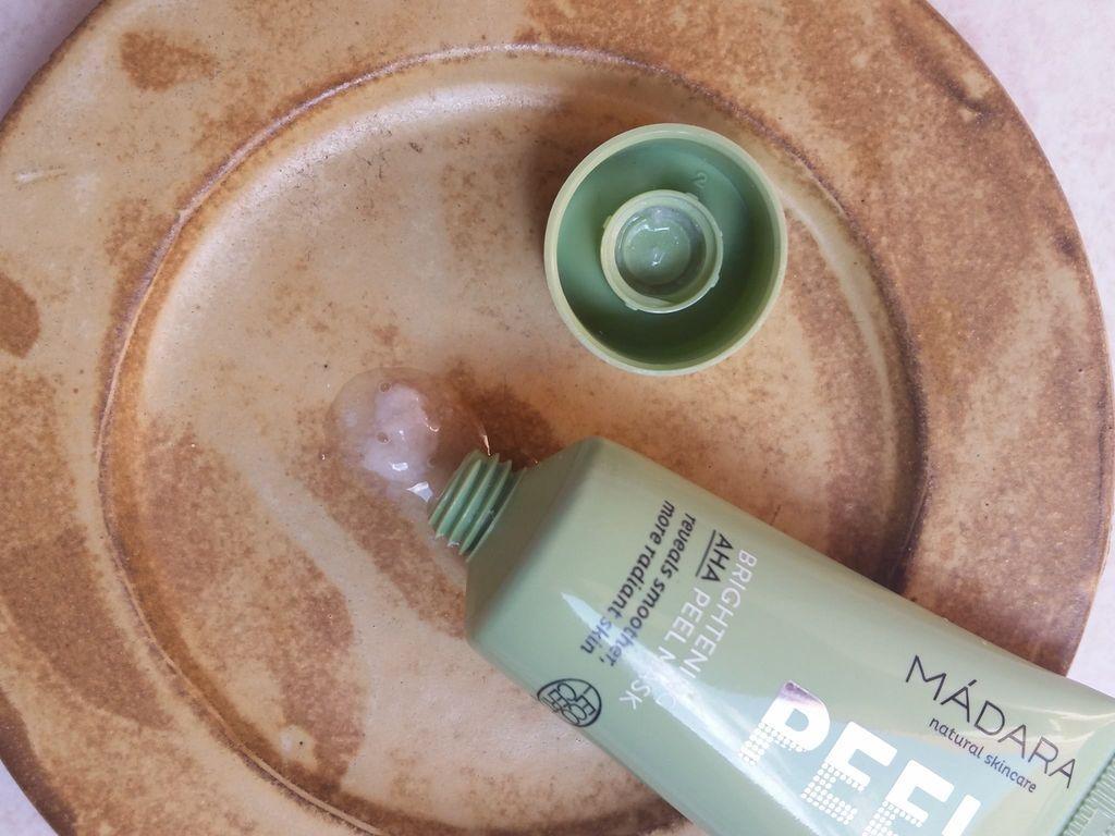 Recenze: Rozjasňující peelingová maska s AHA kyselinami od Mádary