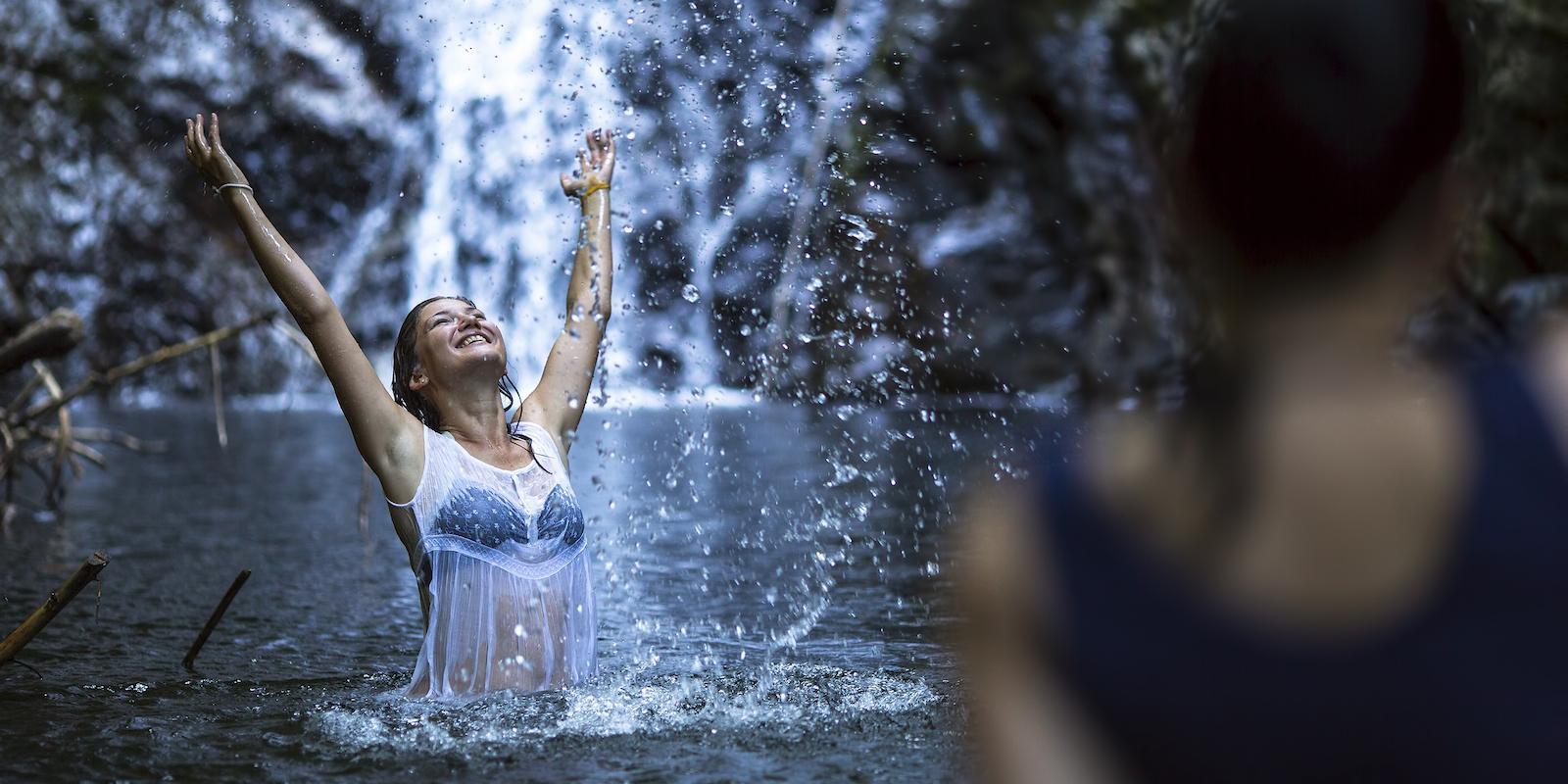 Osvěžující sprcha je v létě naprostá nezbytnost