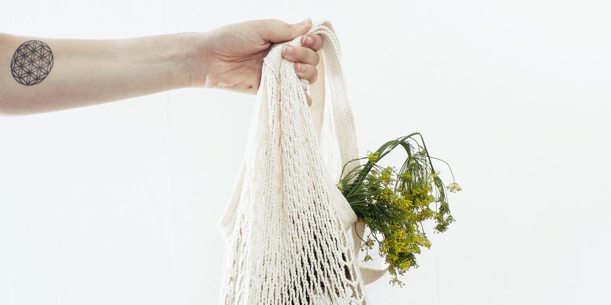 zero waste, sítovka, ruka a sítovak, ekologie, eko životní styl