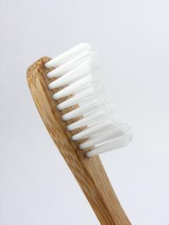 Humble Brush Kartáček na zuby Soft 1 ks, 19 cm bílý